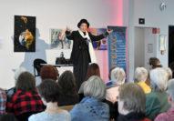 Die Schauspielerin Birgit Scheibe verkörperte in einem Theaterstück die Frauenrechtlerin Dr. Anita Augspurg. Foto: Konczak