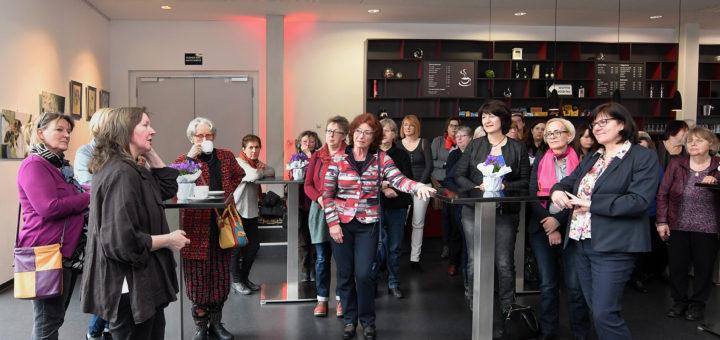 Frauen aus der Poltik, Verwaltung und Wirtschaft nahen am Frauenempfang teil. Foto: Konczak