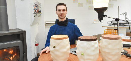 """""""Das Thema Individualisierung nach dem Tod nimmt zu"""", sagt der Bremer Designer Peter Schwartz. Der 32-Jährige gestaltet Urnen aus dem 3D-Drucker. Foto: Schlie"""