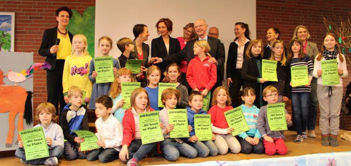 Bevor die Schule Schönebeck das Zertifikat erhielt, haben sich Schüler aller vier Jahrgangsstufen bei einem plattdeutschen Lesewettbewerb beteiligt. Foto: Harm