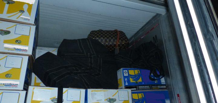 """""""Nach dem Öffnen des Containers lagen die mit Kokain gefüllten Taschen direkt an der Tür."""" Quelle: Zoll Zusatz: Das Bildmaterial wurde aus steuerrechtlichen Gründen vom Zoll bearbeitet"""