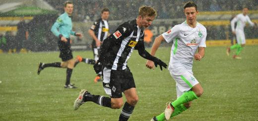 Marco Friedl (rechts) bei seinem Grün-Weißen Bundesliga-Debüt Foto: Nordphoto