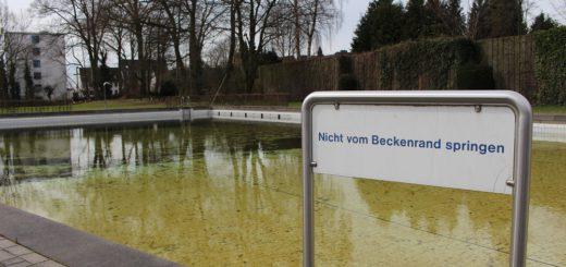 Schon 2016 musste der Freibadbereich des Freizeitbades für eine Saison schließen. Und auch in diesem Sommer wird es in Vegesack keinen Sprung ins kühle Nass geben. Foto: Harm