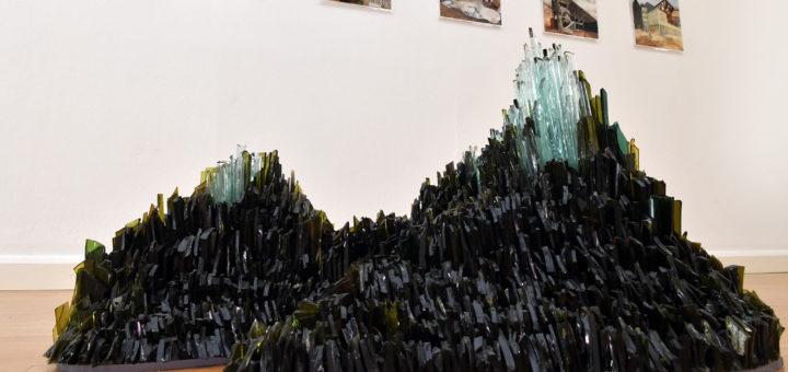Mit Glasscherben lässt Isa Melsheimer wunderschöne neue Landschaften entstehen. Foto: Konczak