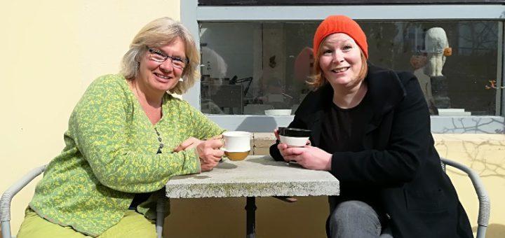 Frauke Alber und Annika Paul aus dem Viertel gehören zum Organisationsteam des Marktes. Foto: pv
