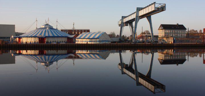 """Die Eröffnung des """"Uferpalastes"""" am Theaterhafen direkt an der Hunte steht kurz bevor. Foto: Gesine Geppert"""