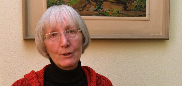 Lore Giesen-Wiche lädt immer am vierte Mittwoch im Monat in den Märchenkreis Delmenhorst.Foto: Konczak