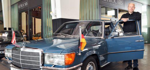 Im Schuppen 1 macht Frank Sommer vom Unternehmen Retrocars den Koschnick-Mercedes startklar. Foto: Schlie
