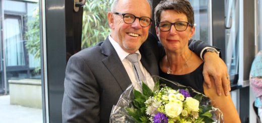 Nach der Wahl war die Freude bei Heiko Dornstedt und seiner Ehefrau Christiane groß: Der 61-Jährige bleibt auch in den nächsten Jahren Ortsamtsleiter. Foto: Harm
