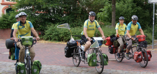 """Teilnehmer der """"Mut-Tour 2018"""" radeln per Tandem-Fahrrad durchs Land und setzen sich für eine Entstigmatisierung der Depression als Erkrankung ein. Foto: Möller"""