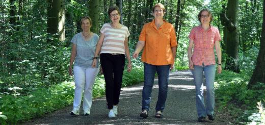 Edith Buskohl, Martina Weisensee, Elisabeth Kühling und Christa Linnemann rühren die Werbetrommel, um Interessierten Lust auf die Ausbildung zum Gästeführer zu machen.Foto: Konczak