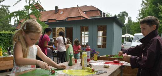 Eine Hortgruppe der Kita Süd von der Lebenshilfe Delmenhorst betätigte sich im Färgerbarten kreativ. Foto: Konczak
