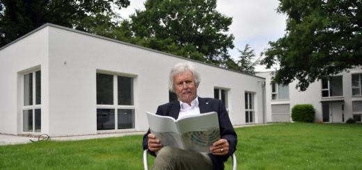 Prof. Reto Weiler ist froh über das neue Bürogebäude auf dem Campus des HWK.Foto: Konczak