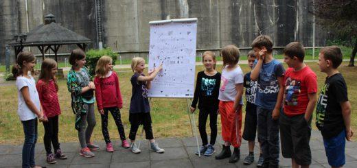 Die Schüler der Grundschule Farge-Rekum beschäftigen sich seit einigen Monaten mit Themen rund um den Denkort Bunker Valentin. Foto: Harm
