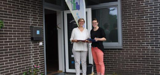 Elke Munderloh und Alexandra Hildener wollen ab Montag die Bewohner im Quartier Hasport befragen.Foto: nba