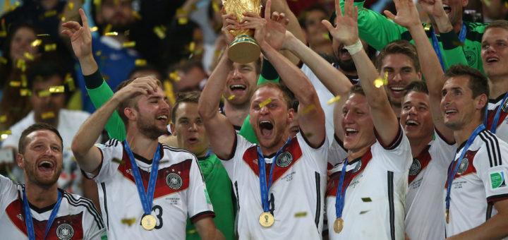 Deutsche Spieler jubeln nach dem WM-Sieg 2014