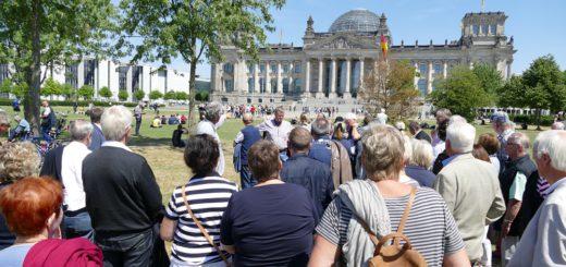 Im Bundestag nahm die Gruppe an einer Plenarsitzung teil. Foto: Suhren