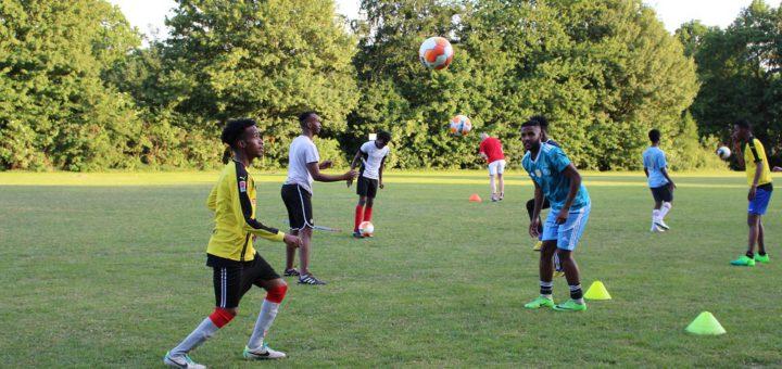 Mehr als 20 Flüchtinge spielen in der zweiten Herrenmannschaft bei der SG Marßel. Foto: Harm