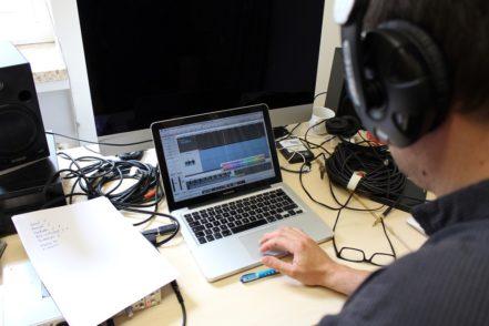 ...und ein Tontechniker nimmt das Ganze auf. Fotos: Harm