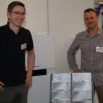 Carsten Tietjen und Tim Kühlken (v.l.) vom Spezialisten für Solar, Heizung und Bäder Tietjen/Winterberg, zeigen Möglichkeiten für den Einbau moderner Heizungsanlagen.Foto: Möller