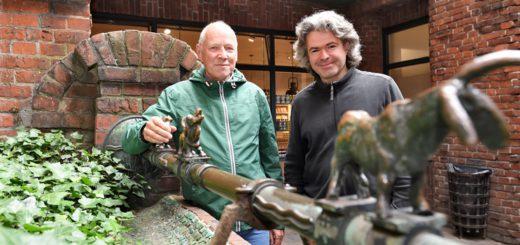 Heinrich Lintze und Detlef Stein erzählen Bremer Geschichte. Foto: Schlie