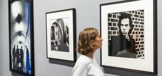 """Im Hamburger Bucerius Kunst Forum begegnet man in der Ausstellung """"Anton Corbijn. The Living and the Dead"""" zahlreichen Musikern. Foto: Ulrich Perrey"""
