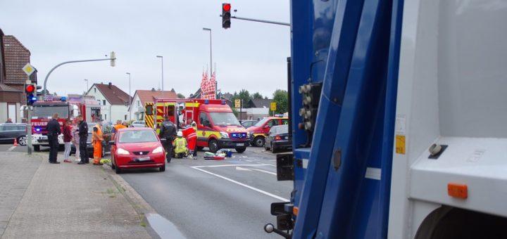 Die im Bild sichtbaren PKW gehören Ersthelfer. Sie haben mit dem Unfall nichts zu tun. Foto: Günther Richter