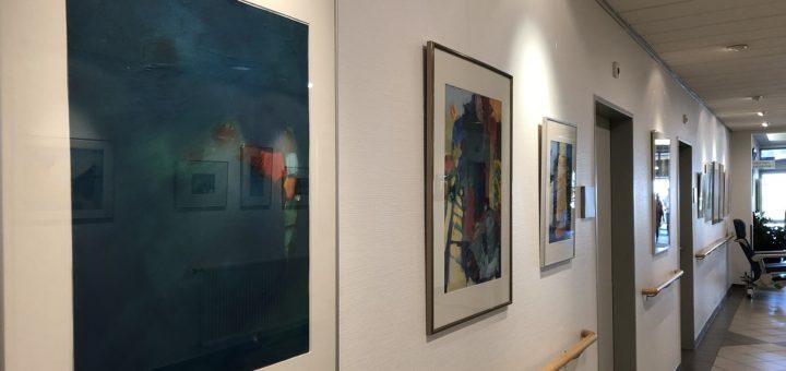 """In kräftigen maritimen Farben hat Karin Borchers ihrer Liebe zu Griechenland einen eigenen Schaffenszyklus gewidmet. Sein Titel: """"Sehnsucht nach Nikiti"""". Foto: Bosse"""