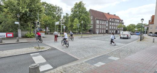 Die Bismarckstraße ist in Höhe des Rathauses voraussichtlich sechs Tage gesperrt. Foto: Meyer