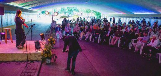 Im gesperrten Friedenstunnel können Besucher das Bühenprogramm am Sonntag in Ruhe genießen. Foto: pv