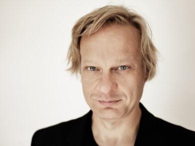 Iiro Rantala tritt am Freitagabend mit der Deutschen Kammerphilharmonie Bremen auf. Foto: ACT-GregorHohenberg