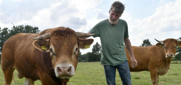 Der Biobauer Martin Clausen bewirtschaftet sein Land so, dass ihm auch die momentanen Wetterextreme nicht wirklich bedrohlich werden. Foto: Konczak