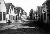 So sah die Lange Straße zum Ende der Dienstzeit von Johann von Seggern aus, hier mit Blick in Richtung Cramerstraße. Foto: Stadtarchiv Delmenhorst