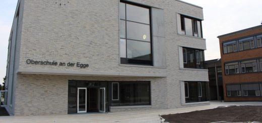 Drei Geschosse, viele Glasfronten und eine bauliche Annäherung an die Bestandsgebäude: Das neue Jahrgangshaus konnte pünktlich zum Schuljahresbeginn fertig gestellt werden. Foto: Harm