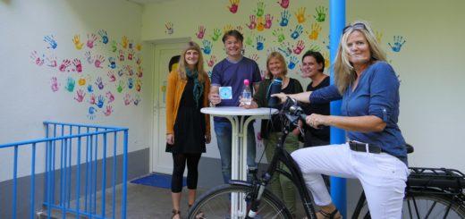 Unterstützen die Refill-Aktion in Delmenhorst: Anna Brökling , Kai Ströhmer Bea Brüsehoff , Heike Steiner und Katja Schmall (von links). Foto: Suhren