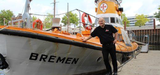 """Kai Steffen hat den einstigen Seenotkreuzer """"Bremen"""" in Hamburg entdeckt und sich dafür eingesetzt, dass das Boot wieder nach Bremen kommt. Foto: Harm"""