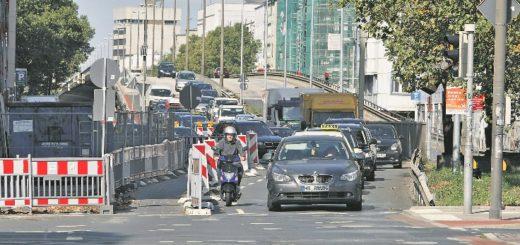Kein Seltenes Bild. In Bremen staut sich der Verkehr an vielen Stellen. Foto: Barth