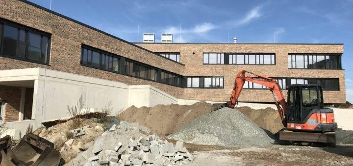 Trotz Baustelle: Von außen strahlt die Sonne bereits auf den Neubau der Oberschule am Goldbach. Foto: Beinke
