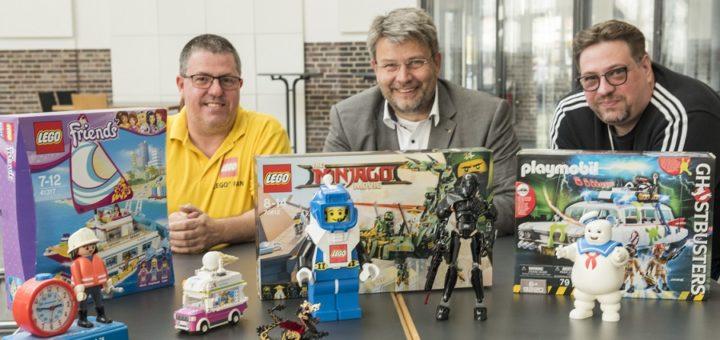 Harry Schunk, dwfg-Chef Axel Langnau und Matthias Grebe erwarten auch auf der 13. Ausgabe der LEGO- und Playmobilbörse wieder Besucher aus dem In- und Ausland.Foto: Meyer
