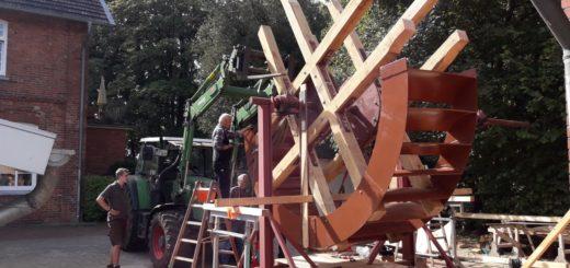 Arbeiten am Wasserrad.