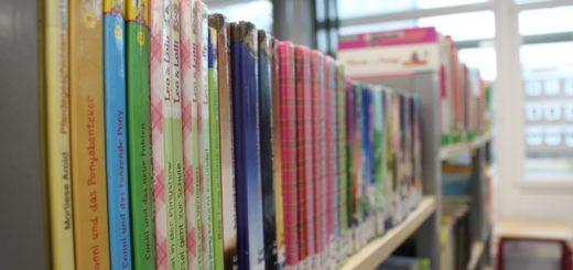 18.000 Medien sollen in der neuen Stadtbibliothek in Blumenthal zur Ausleihe stehen. Die Kulturstaatsrätin hat zudem eine Erneuerungsquote von 15 Prozent zugesichert. Symbolfoto: av