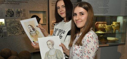 Julia Kronhardt (@julikrone) und Dana Büttgenbach haben der letzten Delmenhorster Gräfin nun offiziell ein Gesicht gegeben. Foto: Konczak