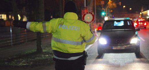 Eigentlich hofften die Polizeibeamten Hinweise zu Einbrüchen zu erhalten, ins Netz gingen stattdessen Personen, die unter Drogeneinfluss mit dem Auto unterwegs waren oder etliche Waffen dabei hatten. Foto: Richter