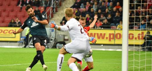 Pizarro schießt das 1:2.