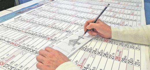 Hand zeichnet Brücke in Kalender