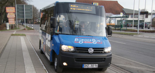Der Bürgerbus-Verein Grasberg sorgt seit rund neun Jahren für die Mobilität in den ländlich geprägten Gemeinden Grasberg und Worpswede. Die ehrenamtlichen Chauffeure brachten im vergangenen Jahr 10.515 Passagiere ans Ziel, gefahren wird im Zweistundentakt. Foto: Möller