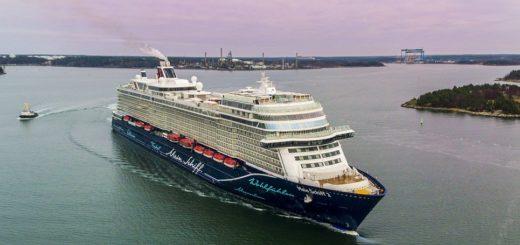 """Die neue """"Mein Schiff 2"""" zu Besuch in Bremerhaven.Foto: Tui Cruises"""