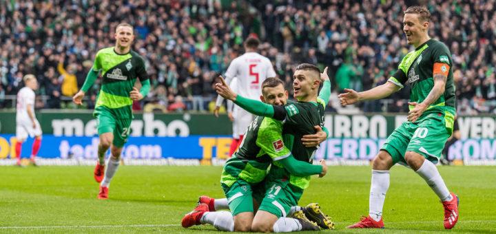 Maximilian Eggestein und Milot Rashica hatten früh im Spiel Grund zum Jubeln. Foto: Nordphoto