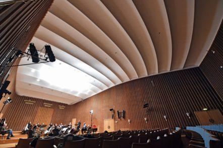 Bauweise und Akustik des Sendesaals sind einzigartig. Foto: Schlie