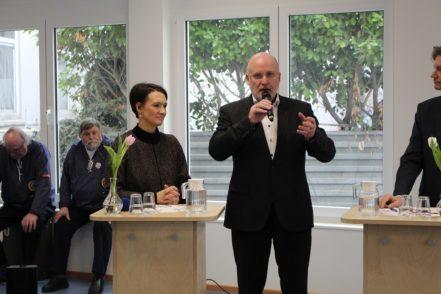 Bei der Talkrunde kamen unter anderem Bildungssenatorin Claudia Bogedan und Ortsamtsleiter Peter Nowack zu Wort. Foto: Harm